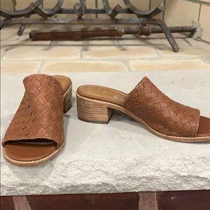 Brand New Frye Cindy Woven Slide Sandal Size 8